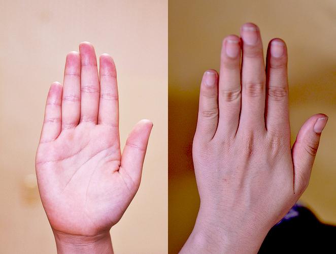 bàn tay mặt đen và trắng